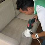 så rengör du din soffa på bästa sättet